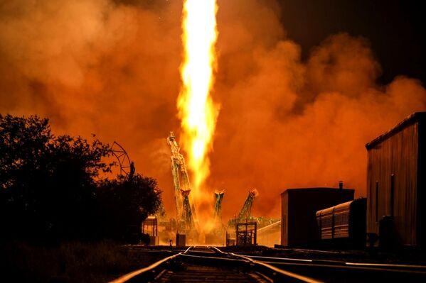 Запуск ракеты-носителя Союз-2.1а с грузовым кораблем Прогресс МС-17 со стартовой площадки космодрома Байконур - Sputnik Южная Осетия