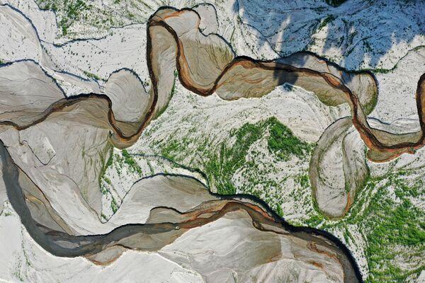 Вид с воздуха на реку Сан-Габриэль и обнаженное в результате засухи дно водохранилища Сан-Габриэль недалеко от Азузы, Калифорния - Sputnik Южная Осетия