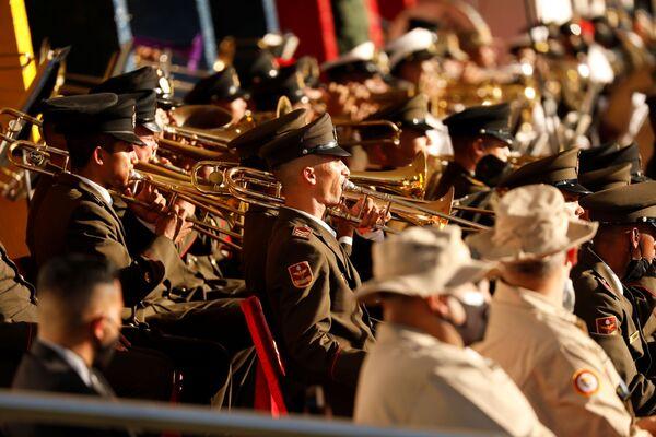 Боевой оркестр на военном параде в честь Дня независимости Венесуэлы в Каракасе  - Sputnik Южная Осетия
