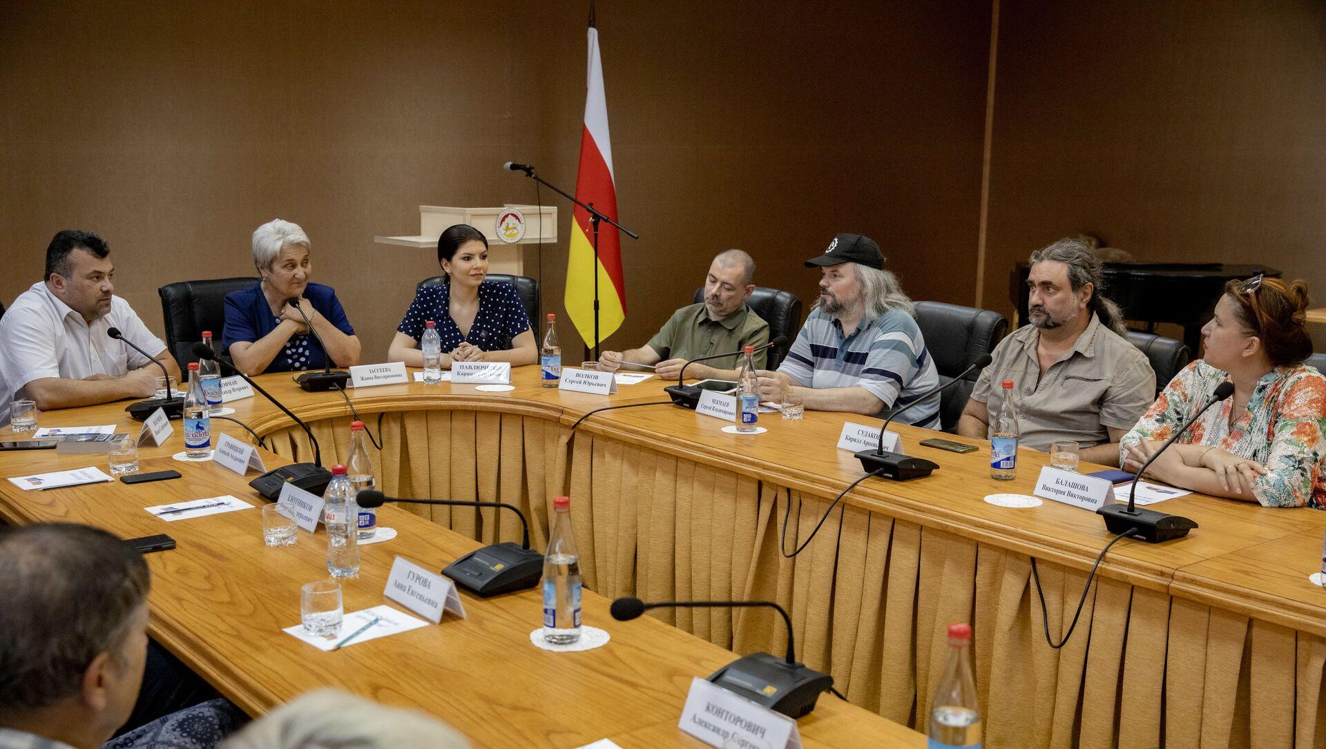 Встреча писателей ДНР с общественностью в Цхинвале - Sputnik Южная Осетия, 1920, 19.07.2021