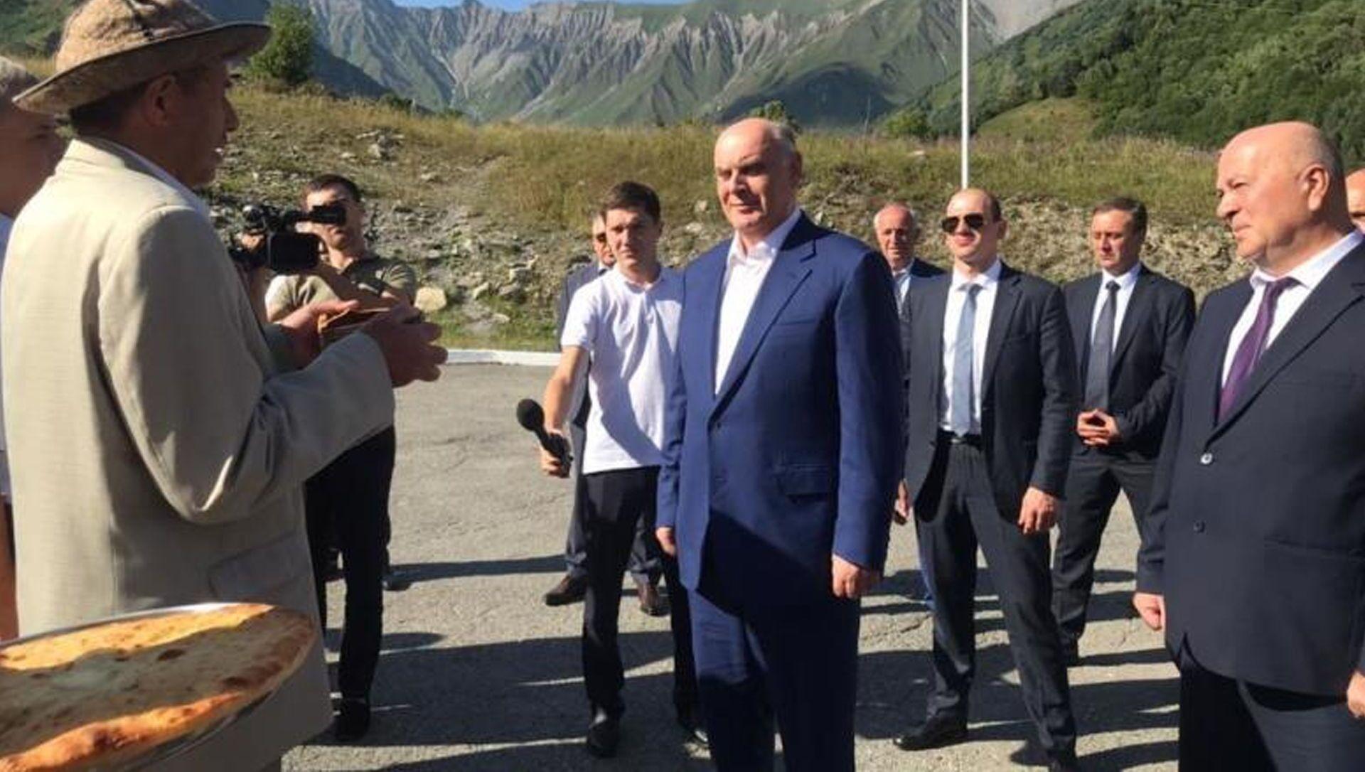 В Республику Южная Осетия с официальным визитом прибыла делегация Республики Абхазия во главе с Президентом Асланом Бжания - Sputnik Южная Осетия, 1920, 06.08.2021