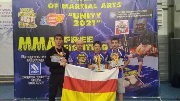 Югоосетинские спортсмены завоевали три медали на турнире по смешанным боевым единоборствам - Sputnik Южная Осетия