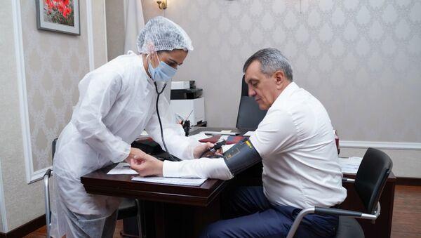 Врио главы Северной Осетии привился от коронавируса - Sputnik Южная Осетия