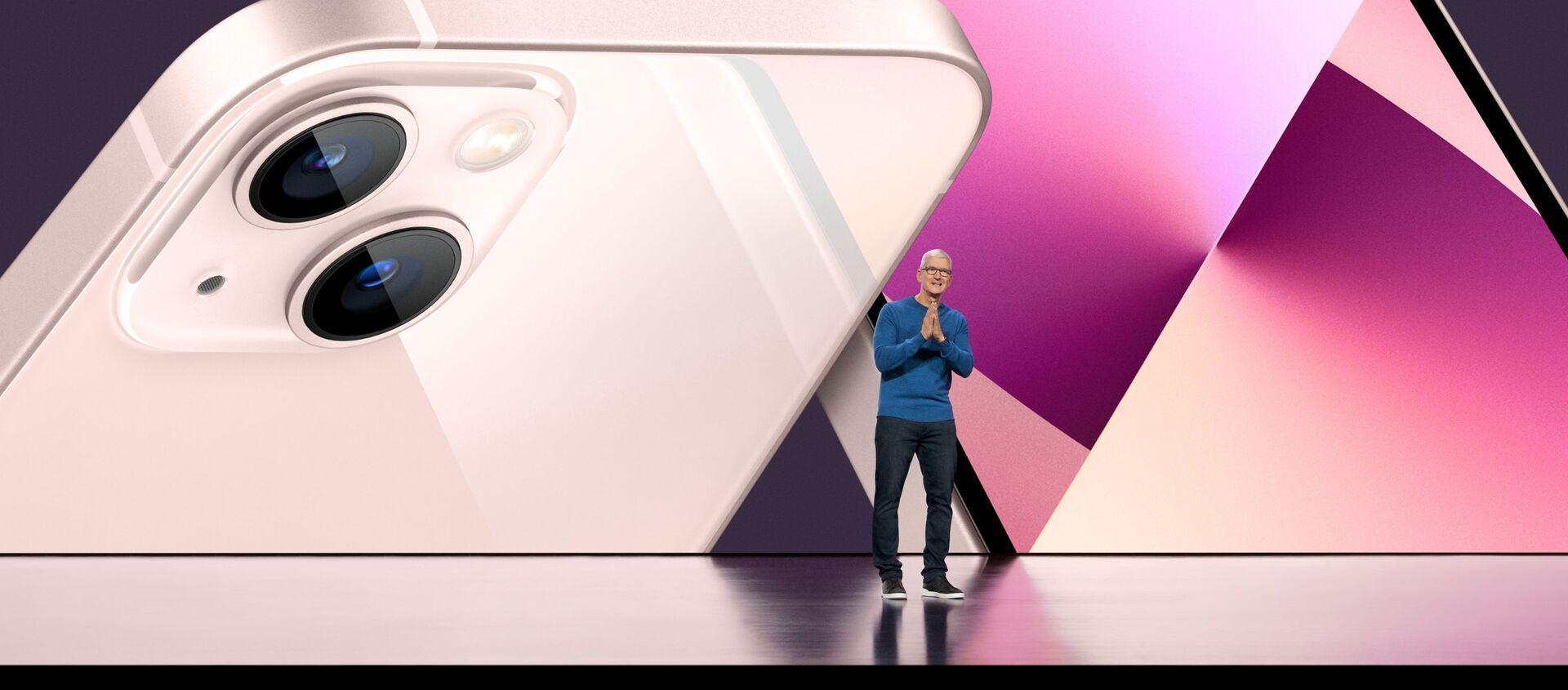 Генеральный директор Apple Тим Кук на презентации iPhone 13 - Sputnik Южная Осетия, 1920, 16.09.2021