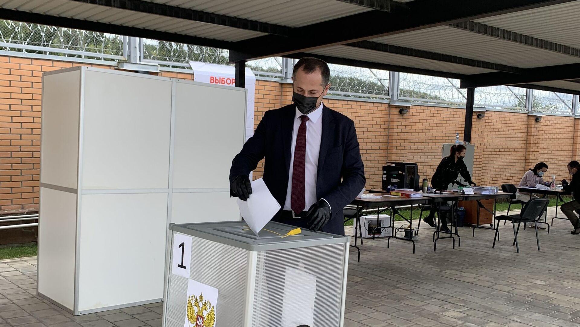 Премьер Южной Осетии Геннадий Бекоев проголосовал на выборах в Госудуму РФ - Sputnik Южная Осетия, 1920, 17.09.2021