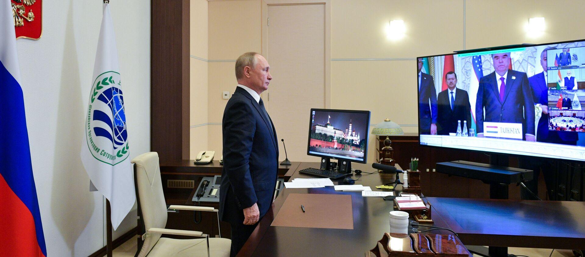 Президент РФ В. Путин по видеосвязи принял участие в заседании Совета глав государств - членов ШОС - Sputnik Южная Осетия, 1920, 17.09.2021