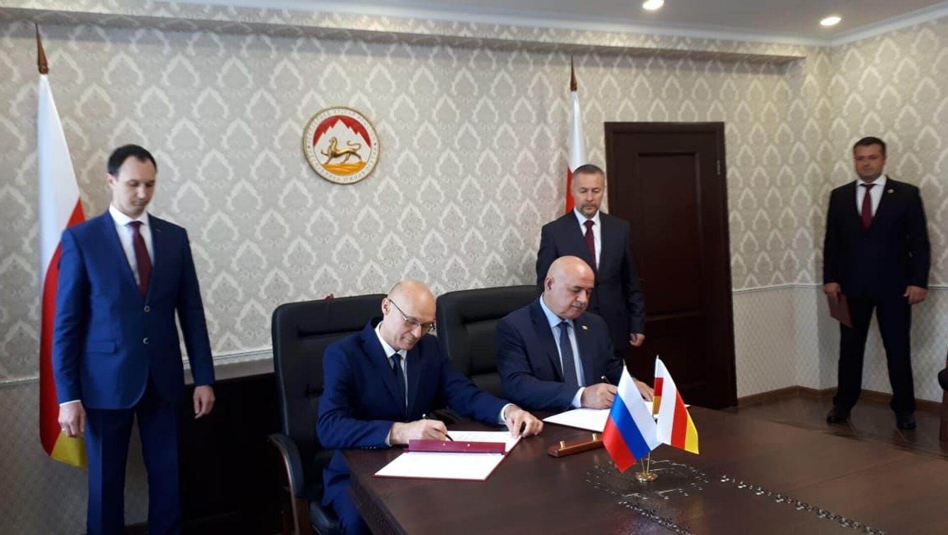 В Цхинвале состоялось подписание соглашения о двойном гражданстве между РФ и Южной Осетией - Sputnik Южная Осетия, 1920, 20.09.2021