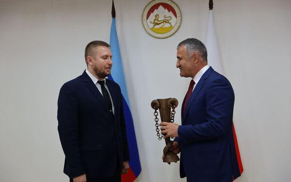 Встреча Анатолия Бибилова с делегацией ЛНР - Sputnik Южная Осетия