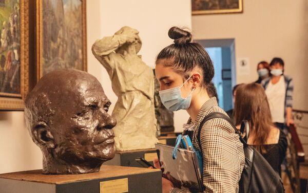 Открытие персональной выставки Василия Кокоева - Sputnik Южная Осетия