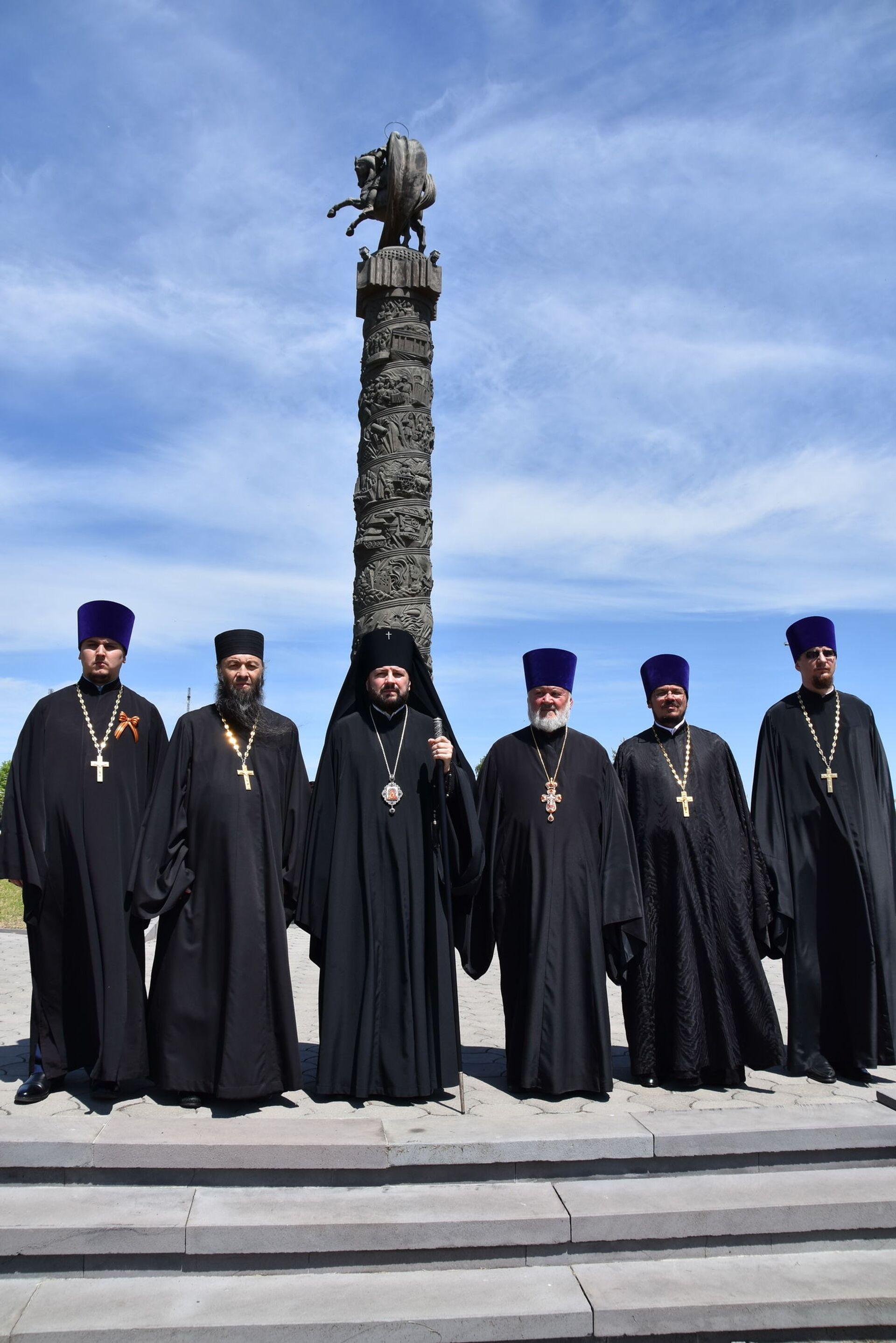 Архиепископ Владикавказский и Аланский Леонид (третий слева) - Sputnik Южная Осетия, 1920, 26.10.2021