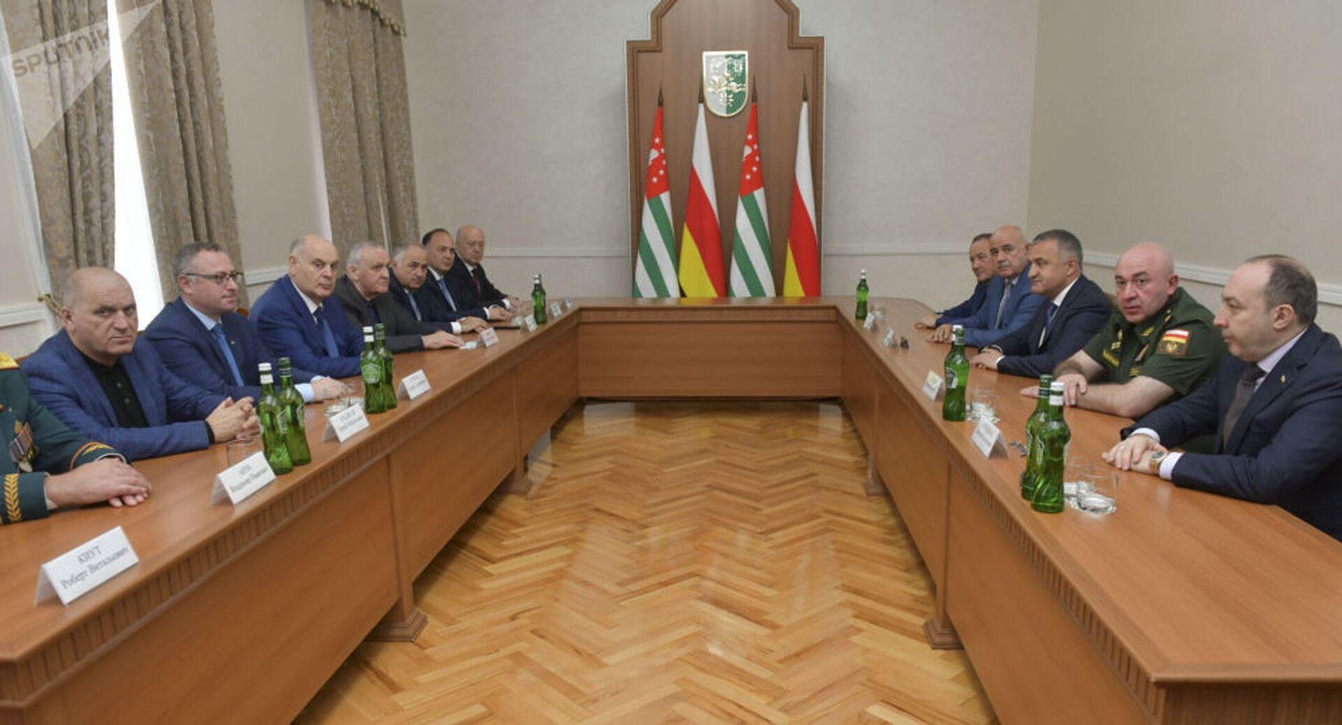 Расширенная встреча глав ведомств Абхазии и Южной Осетии прошла в Сухуме - Sputnik Южная Осетия, 1920, 26.10.2021
