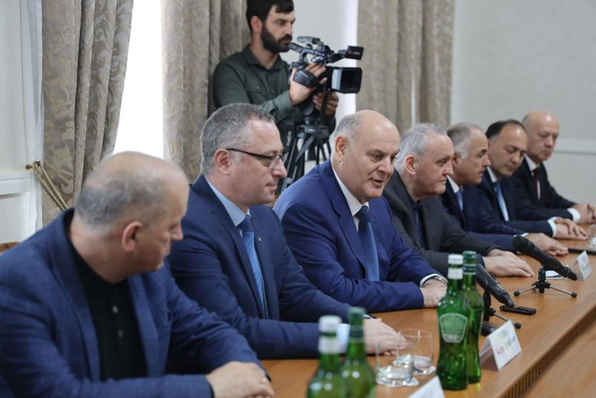 Анатолий Бибилов и  Аслан Бжания обсудили вопросы сотрудничества - Sputnik Южная Осетия, 1920, 26.10.2021