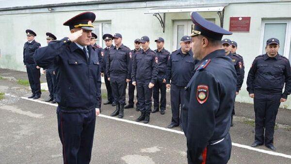 Начальник УВО МВД Южной Осетии Рамин Лалиев (слева) - Sputnik Южная Осетия