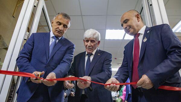 В столице Южной Осетии открылись выставочный зал и выставка Магреза Келехсаева - Sputnik Южная Осетия