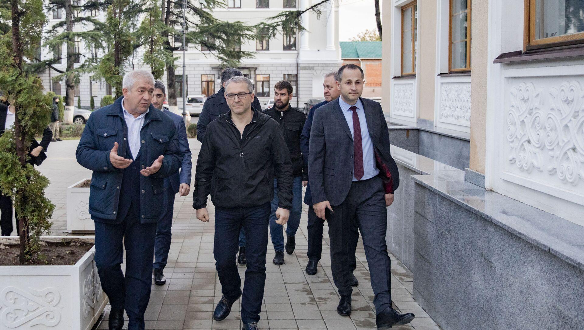 Замминистра экономики РФ Дмитрий Вольвач посетил объекты инвестпрограммы - Sputnik Южная Осетия, 1920, 01.10.2021