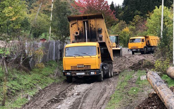 Дорожники ремонтируют в село Борджнис дорогу  - Sputnik Южная Осетия
