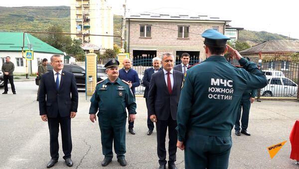 Построение и награды: МЧС Южной Осетии отмечает 13-летие со дня образования - видео - Sputnik Южная Осетия