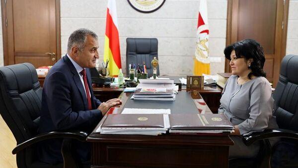 Встреча Анатолия Бибилова с министром образования и науки Натали Гассиевой  - Sputnik Южная Осетия