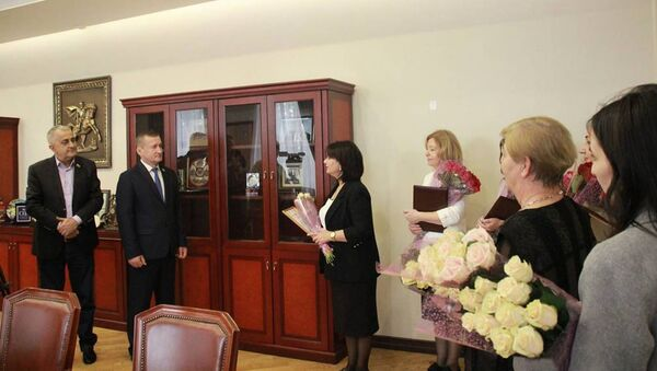 Алан Тадтаев наградил учителей республики - Sputnik Южная Осетия