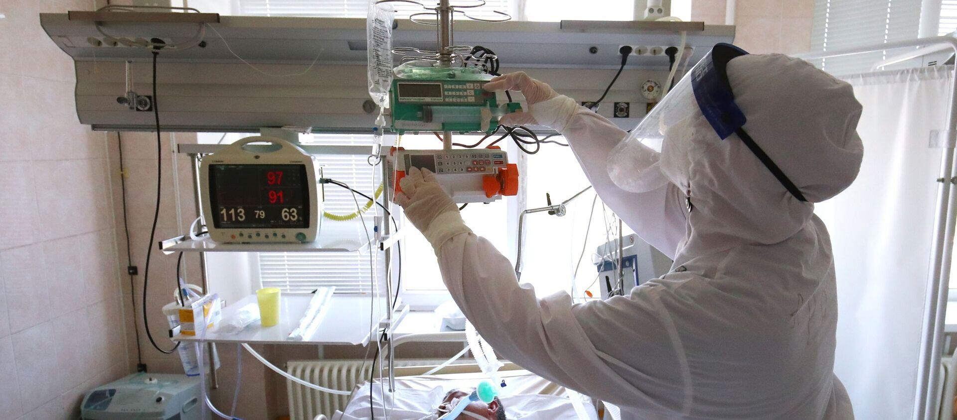 Лечение больных с Covid-19 в больнице скорой помощи в Волгограде - Sputnik Южная Осетия, 1920, 11.10.2021