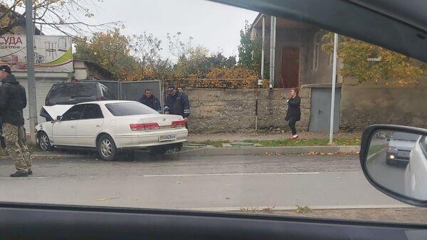 В Цхинвале произошла авария недалеко от перекреста улицы Советской и проспекта А.Джиоева - Sputnik Южная Осетия