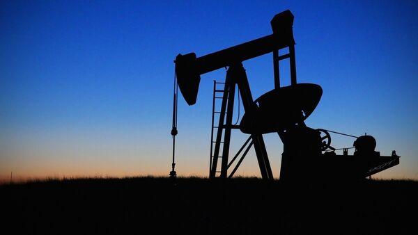 Нефтяной насос на закате, архивное фото - Sputnik Южная Осетия