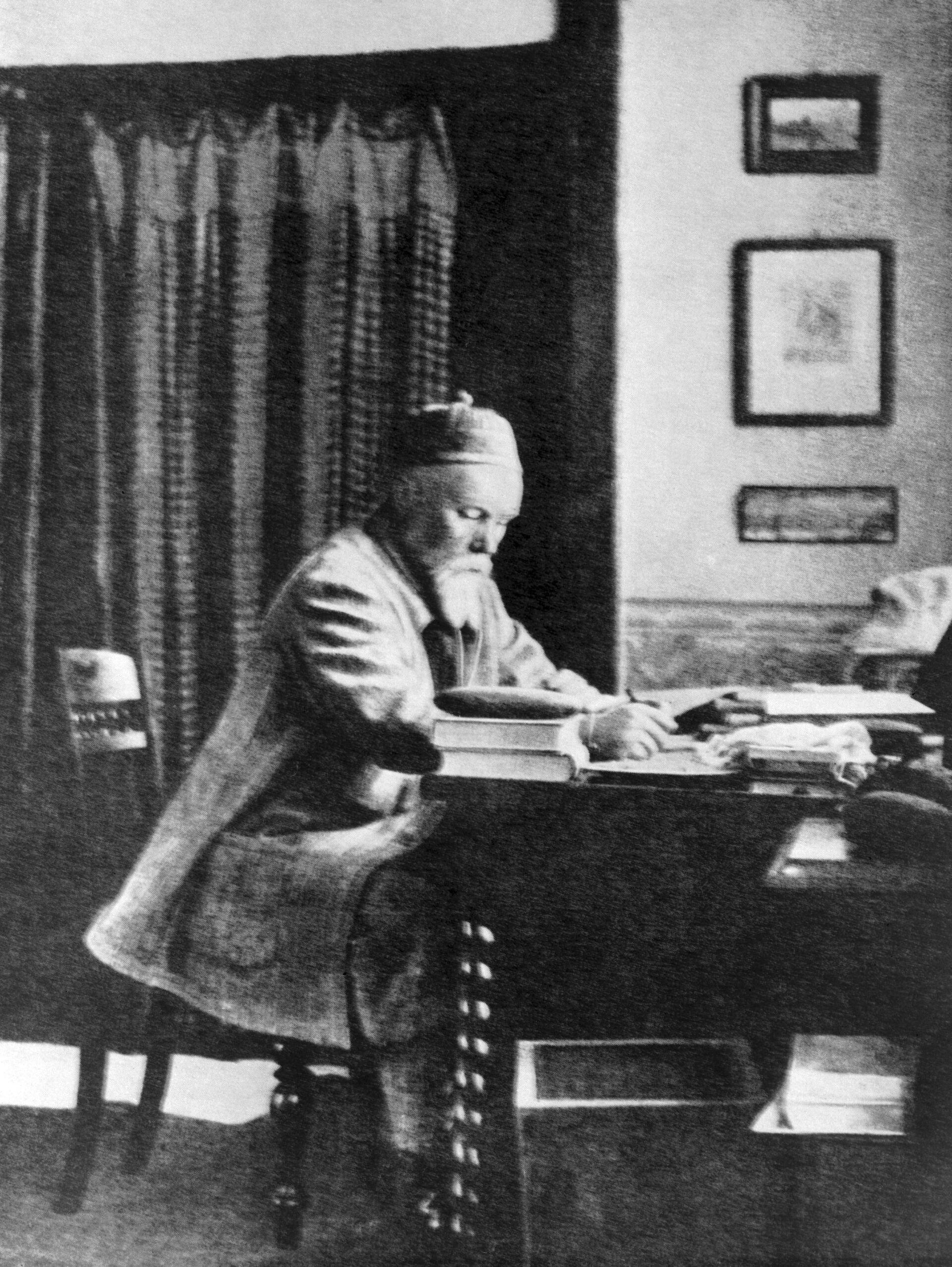 Художник, путешественник, археолог, писатель Николай Рерих. - Sputnik Южная Осетия, 1920, 26.10.2021