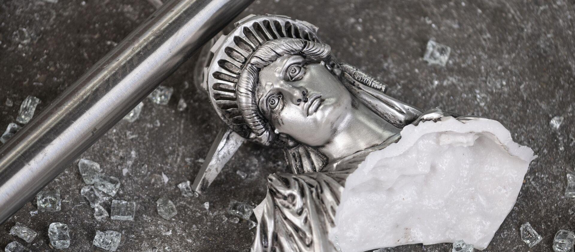 Разбитая фигура Статуи свободы - Sputnik Южная Осетия, 1920, 06.03.2021