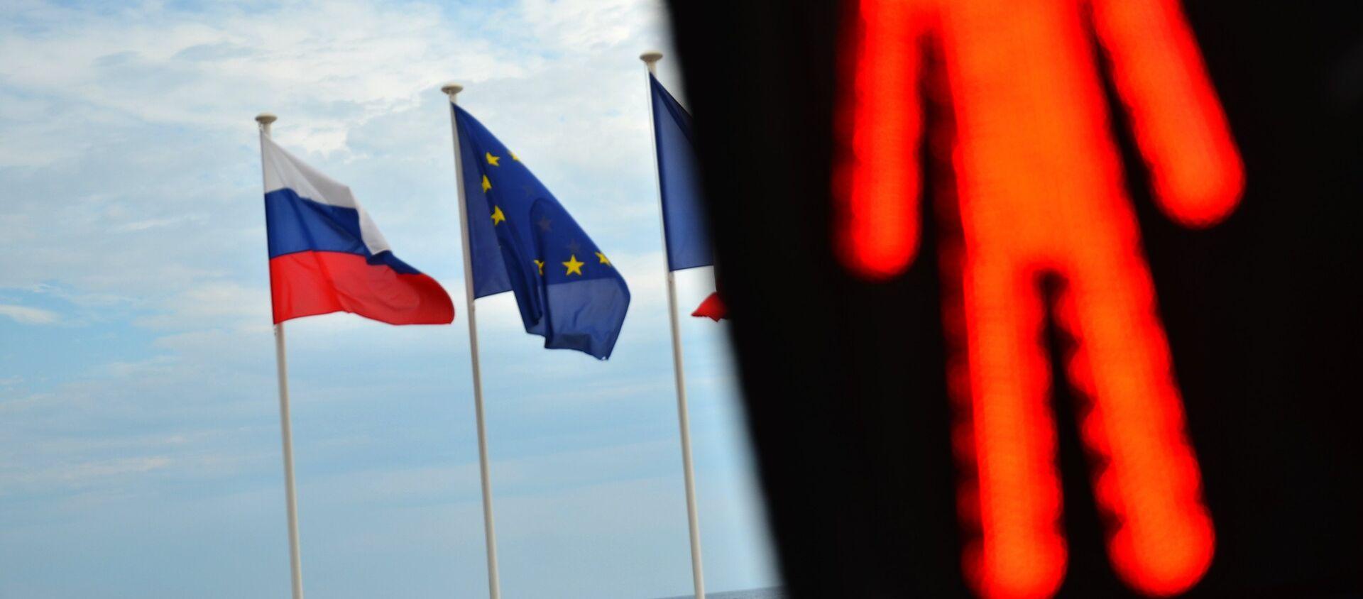 Флаги России, ЕС, Франции и герб Ниццы на набережной Ниццы - Sputnik Южная Осетия, 1920, 27.04.2021