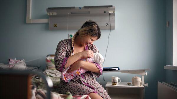 Мать с новорожденным ребенком - Sputnik Южная Осетия