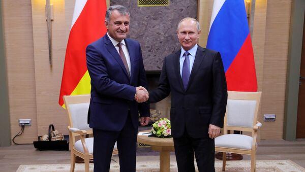 Президент РФ В. Путин и президент РЮО А. Бибилов - Sputnik Южная Осетия