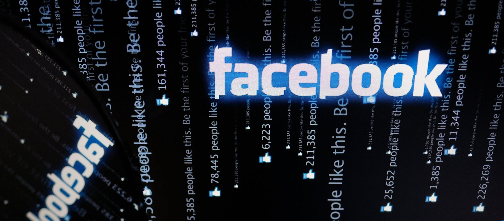 Логотип социальной сети Фейсбук на экране компьютера. - Sputnik Южная Осетия, 1920, 05.10.2021