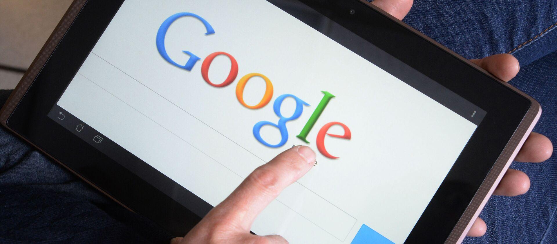 Поисковик Google в планшете - Sputnik Южная Осетия, 1920, 17.05.2019