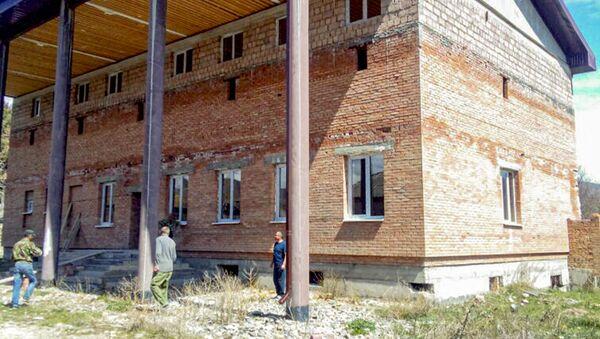 Здание административного комплекса в селе Дменис - Sputnik Южная Осетия