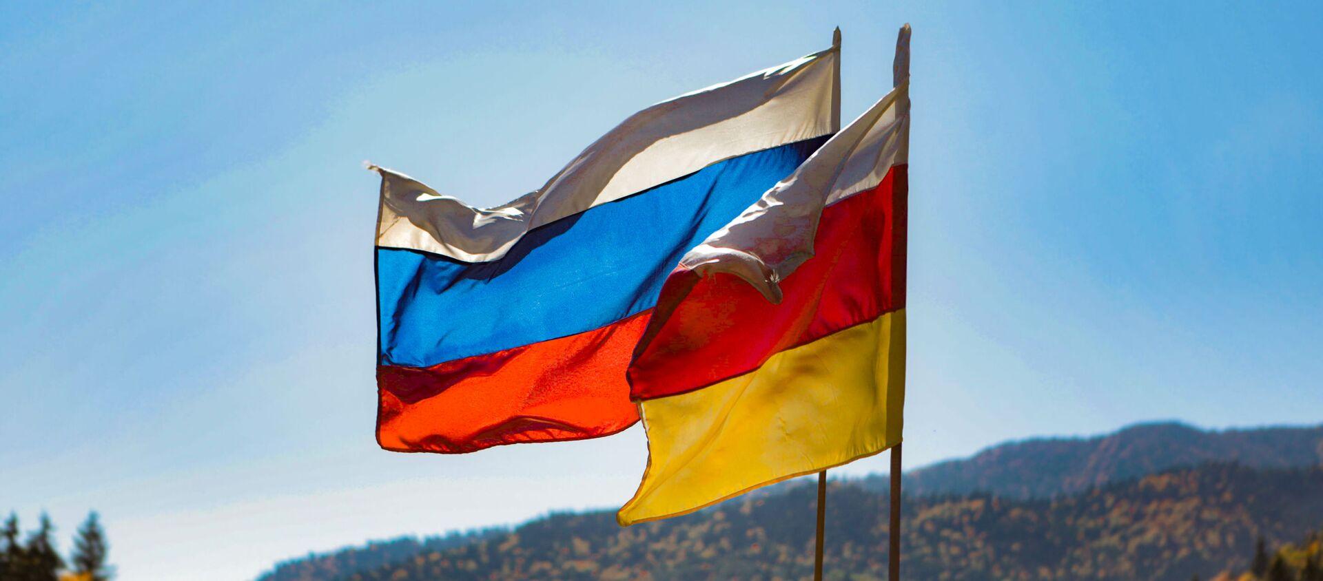 Флаг Южной Осетии и России - Sputnik Южная Осетия, 1920, 22.04.2021