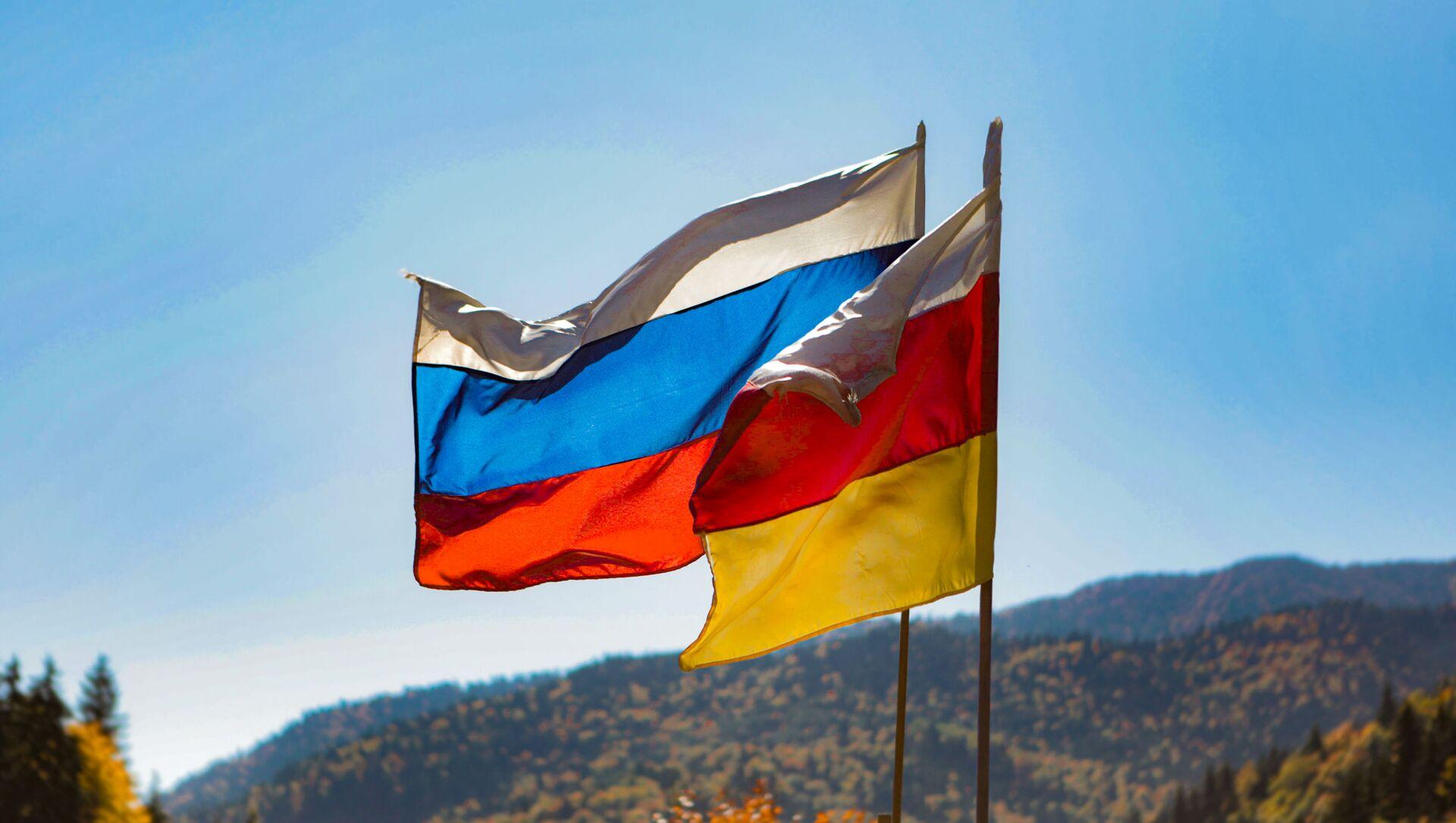 Флаг Южной Осетии и России - Sputnik Южная Осетия, 1920, 19.09.2021
