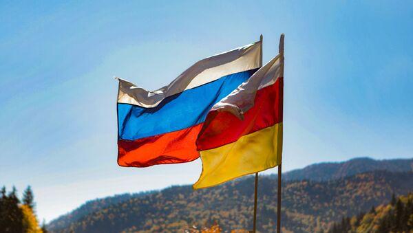 Флаг Южной Осетии и России - Sputnik Южная Осетия